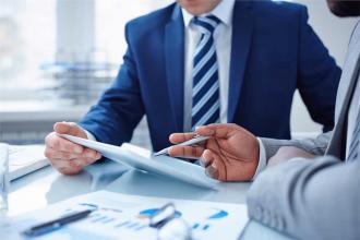 نقش مشاور مالی در بهبود خدمات حسابداری